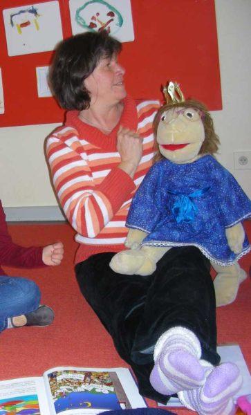Foto von Susanne und Lisa-Marie während der Lesung